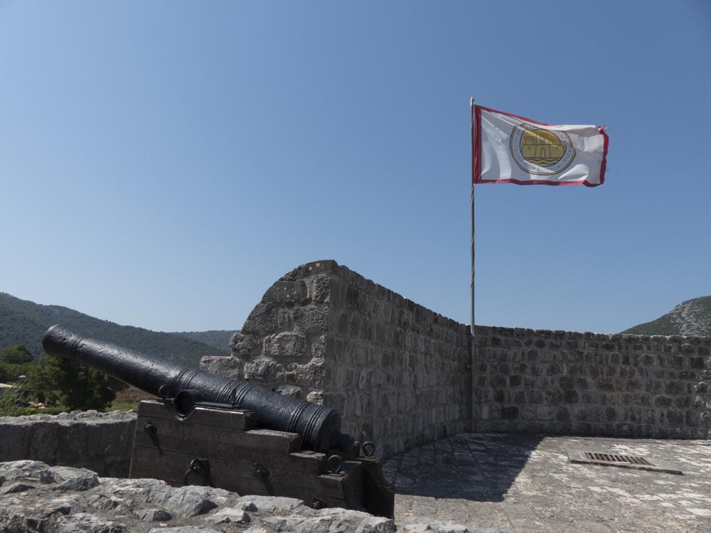 canon sur la muraille de Ston