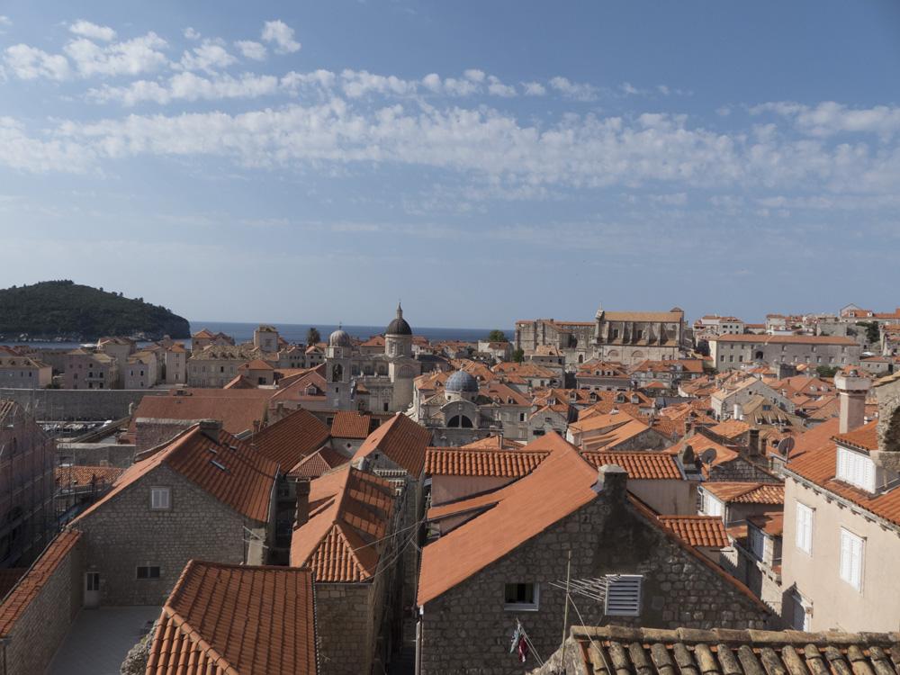 Vue depuis les remparts sur la vielle ville de Dubrovnik