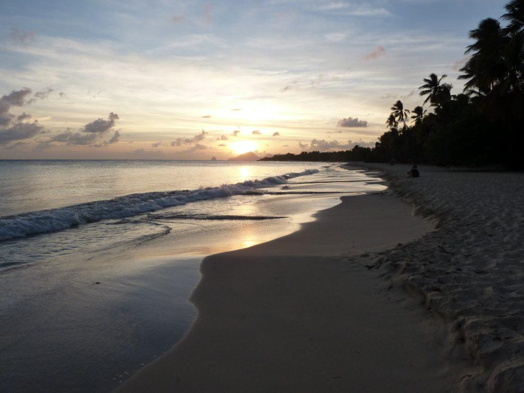 Que faire en Martinique ? Assister au coucher de soleil sur la plage