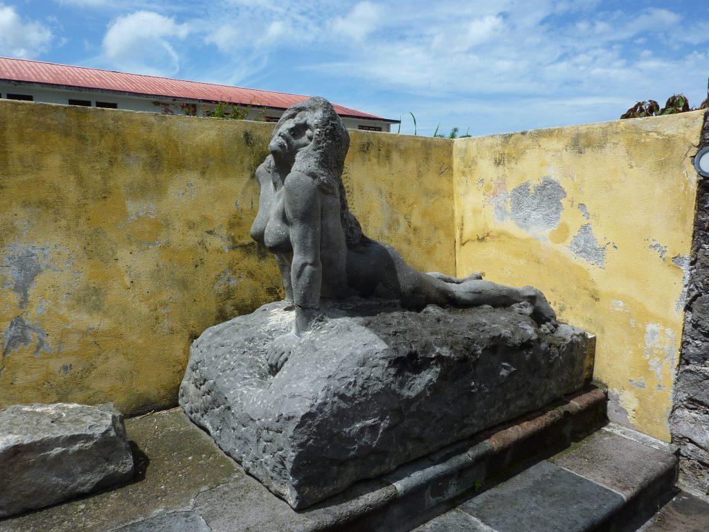 statue dans le village de saint pierre