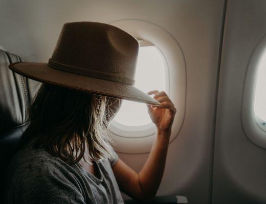 Femme qui voyage seule
