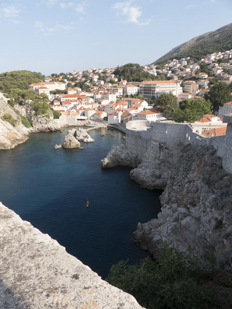 Vue sur la côte depuis les remparts de Dubrovnik