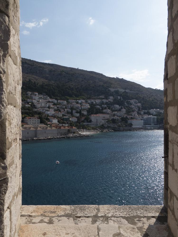 Vue sur la mer depuis les remparts de Dubrovnik