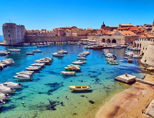 Que faire à Dubrovnik ? Admirer le vieu port depuis les remparts